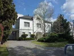 Casa Clásica en Mayling C.C.: Casas de estilo clásico por Estudio Dillon Terzaghi Arquitectura