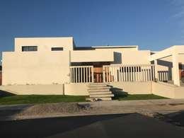 CASA CORREA - SERENA GOLF: Casas de estilo mediterraneo por VASGO