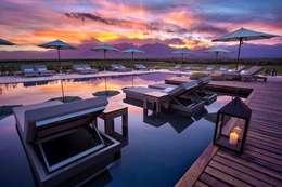 The Vines Resort & Spa: Hoteles de estilo  por Bórmida & Yanzón arquitectos