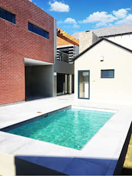 Swimming Pool: modern Pool by TOP CENTRE PROPERTIES GROUP (PTY) LTD
