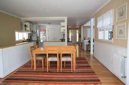 Casa en La Lucila: Comedores de estilo clásico por 2424 ARQUITECTURA