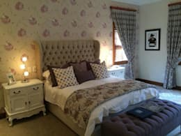 Headboard/bed ottoman and curtains designed and manufactured by CS Design: classic Bedroom by CS DESIGN