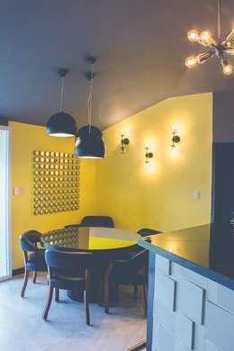 Remodelación de bar: Comedores de estilo ecléctico por Mono Studio