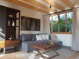 HOTEL BOUTIQUE VALLE DE BRAVO: Sala multimedia de estilo  por Taller Estudio P