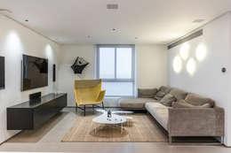 SALA : Salas / recibidores de estilo moderno por Design Group Latinamerica