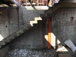 EN CONSTRUCCIÓN: Escaleras de estilo  por D01 arquitectura