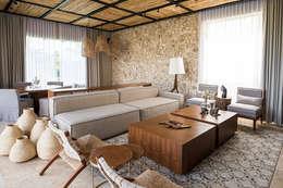 CASA 261: Salas de estilo topical por Chehade Carter Diseño Interior