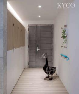 浮光LOFT:  走廊 & 玄關 by 芮晟設計事務所