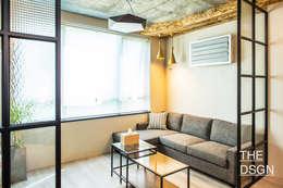 카페처럼 편안한 휴식공간: 더디자인 the dsgn의  거실