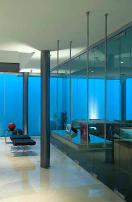 Casa ZR: Ventanas de PVC de estilo  por TaAG Arquitectura