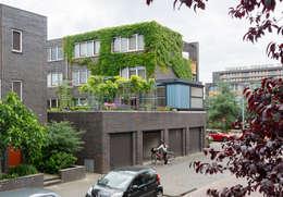 uitbreiding woning op de eerste verdieping: moderne Keuken door Architect2GO