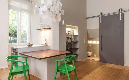 Altbau Sanierung: moderne Küche von  Design