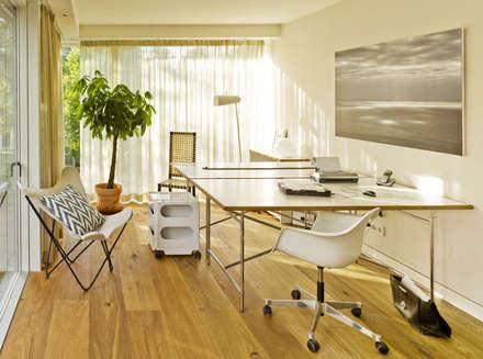 Haus Jacobs: moderne Arbeitszimmer von Innenarchitektur Berlin