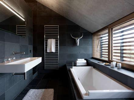 martelange belgien moderne badezimmer von leicht kchen ag with badezimmer beispiele - Kchen Mit Weien Schrnken Und Edelstahlgerten