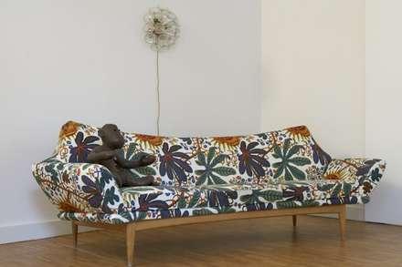 Zahnarztpraxis / comeandrelax: tropische Wohnzimmer von Conni Kotte Interior