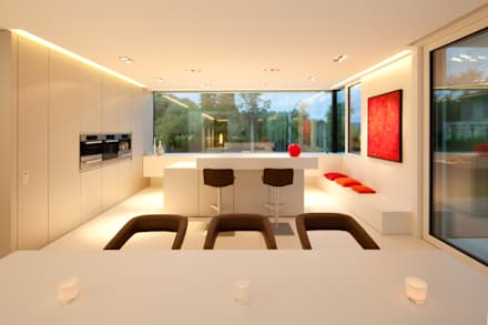 Villa Germany: moderne Küche von HI-MACS®