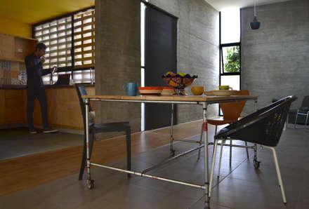 Comedores de estilo industrial por CUBO ROJO Arquitectura
