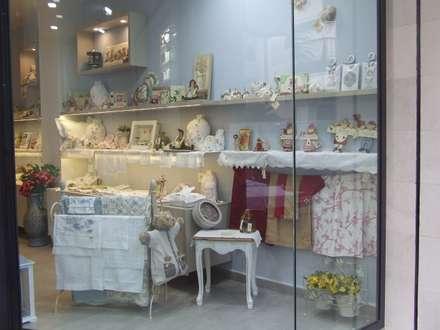 Reforma en Comercio de Torrevieja.: Dormitorios infantiles de estilo colonial de MUMARQ ARQUITECTURA E INTERIORISMO
