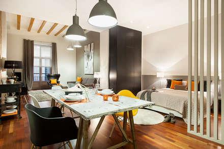 LOFT DISEÑADO POR JUDITH FARRAN by HOME DECO ( centro  de Barcelona): Salones de estilo industrial de Home Deco Decoración