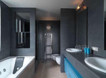 Recupero Sottotetto - Duplex 2: Bagno in stile in stile Moderno di enzoferrara architetti