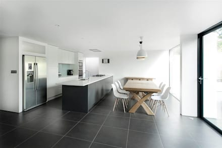 AR Design Studio- The Medic's House: modern Kitchen by AR Design Studio