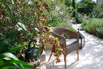 Un'oasi verde nel cuore della città: Giardino in stile in stile Eclettico di Giardini Giordani