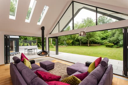 The Spinney- Renovation, Surrey: modern Living room by Designcubed