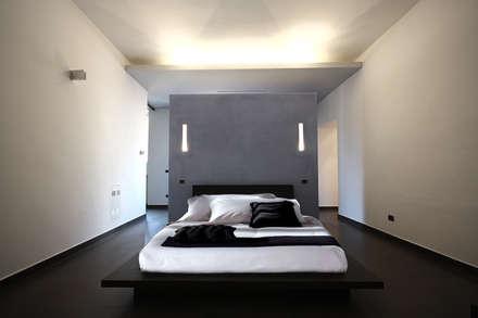 Private Flat APP_G_VA: Camera da letto in stile in stile Moderno di Diego Bortolato Architetto