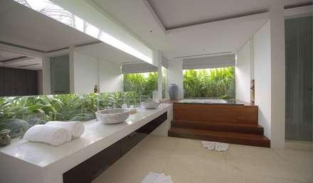 Bathroom: asian Bathroom by Alissa Ugolini - homify UK