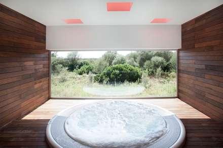 Piscina y Spa para un Hotel en Mallorca: Spa de estilo mediterráneo de A2arquitectos