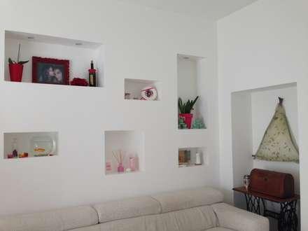 _Soggiorno: Case in stile in stile Moderno di Idealarchitecture