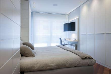 Vivienda en Plaza Euskadi Nº9, Bilbao. : Dormitorios de estilo minimalista de URBANA 15