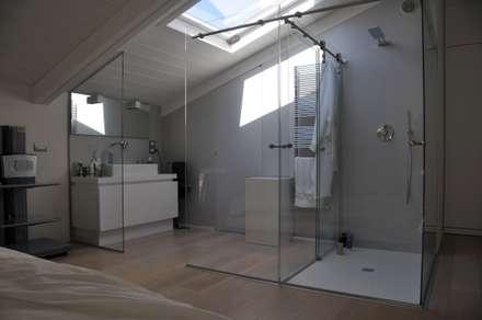 Interior design - White Loft Treviso Italy: Bagno in stile in stile Minimalista di IMAGO DESIGN
