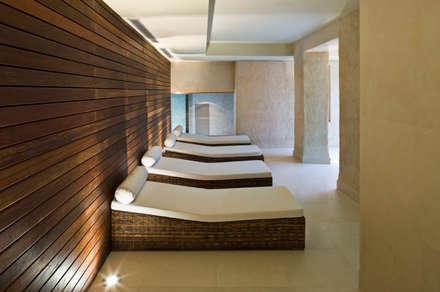 Hotel EME en Sevilla, España: Spa de estilo ecléctico de Donaire Arquitectos