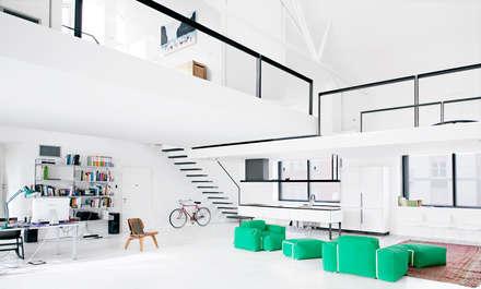 4 amici | 4 lofts: Soggiorno in stile in stile Industriale di roberto murgia architetto