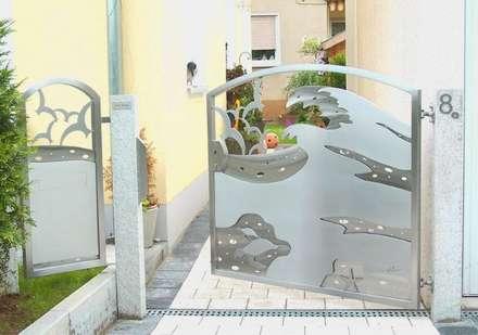 Edelstahl Tore in 3D Dwsign: moderner Garten von Edelstahl Atelier Crouse - Stainless Steel Atelier