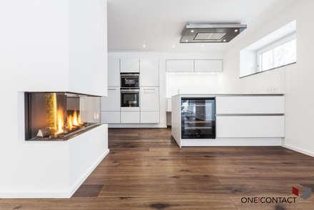 OASE IN DER STADT: moderne Küche von ONE!CONTACT - Planungsbüro GmbH