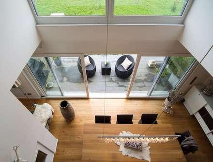 Galerie: moderne Esszimmer von Luna Homestaging