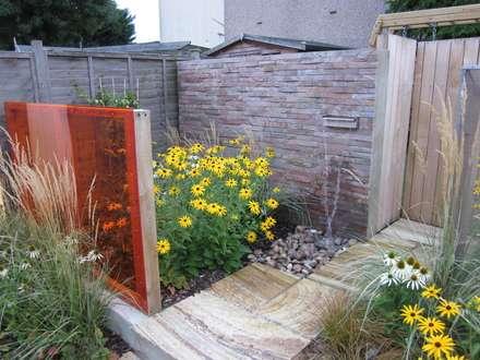 Modern Family garden in North London: modern Garden by Earth Designs