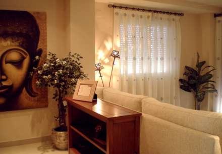 VISTA TRASERA DEL SALÓN : Pasillos y vestíbulos de estilo  de Paco Escrivá Muebles