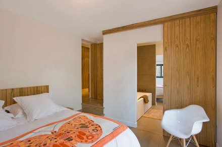 Maison ossature bois: Chambre de style de style Moderne par blackStones
