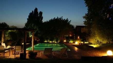 Iluminación exterior: Jardines de estilo rústico de OutSide BCN LED Lighting