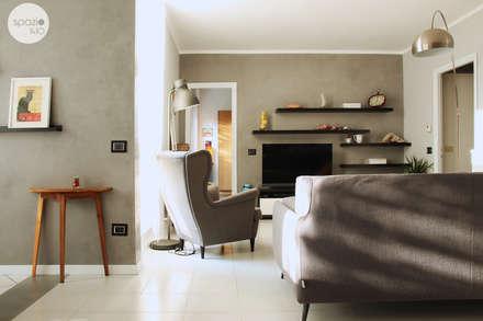 Le pareti cemento: Soggiorno in stile in stile Moderno di Spazio 14 10 di Stella Passerini