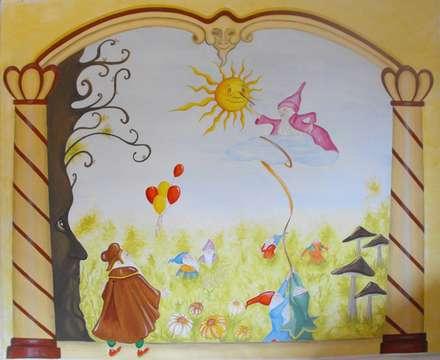 Cameretta gnomi: Stanza dei bambini in stile in stile Classico di INTERNO78.IT - DECORAZIONI D'INTERNI