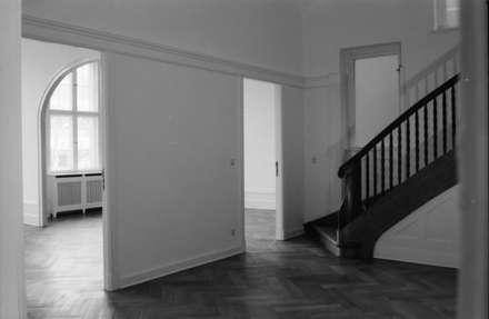 Foyer: koloniale Wohnzimmer von Gabriele Riesner Architektin