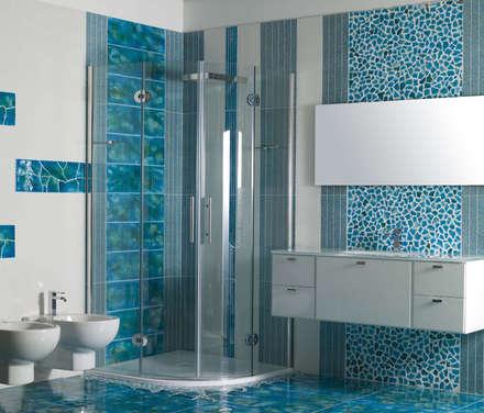 ... Azzurro: Bagno in stile in stile Mediterraneo di Acquario Due