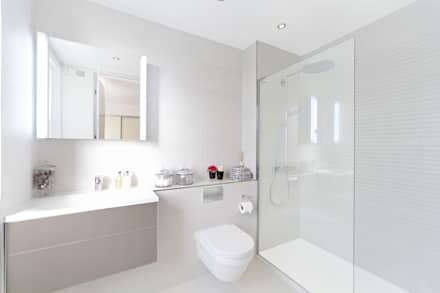 City appartment: modern Bathroom by Hampstead Design Hub