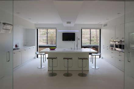 Maison WP: Cuisine de style de style Moderne par Vincent Coste Architecte