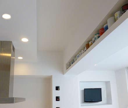 Casa m+l: Cucina in stile in stile Minimalista di Laura Marini Architetto