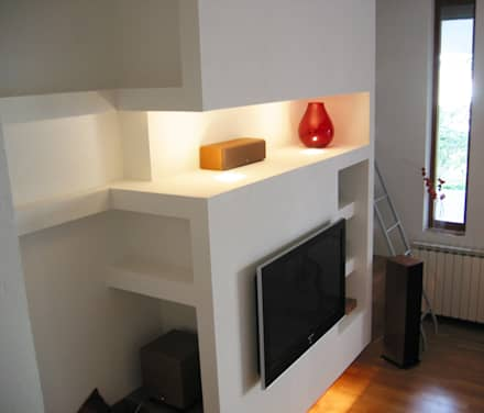 Casa m+l: Soggiorno in stile in stile Minimalista di Laura Marini Architetto